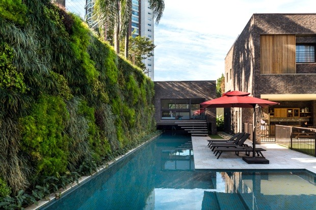 Pprojeto, de 400 m², assinado pelo paisagista Gilberto Elkis (Foto: Edu Castello / Editora Globo)