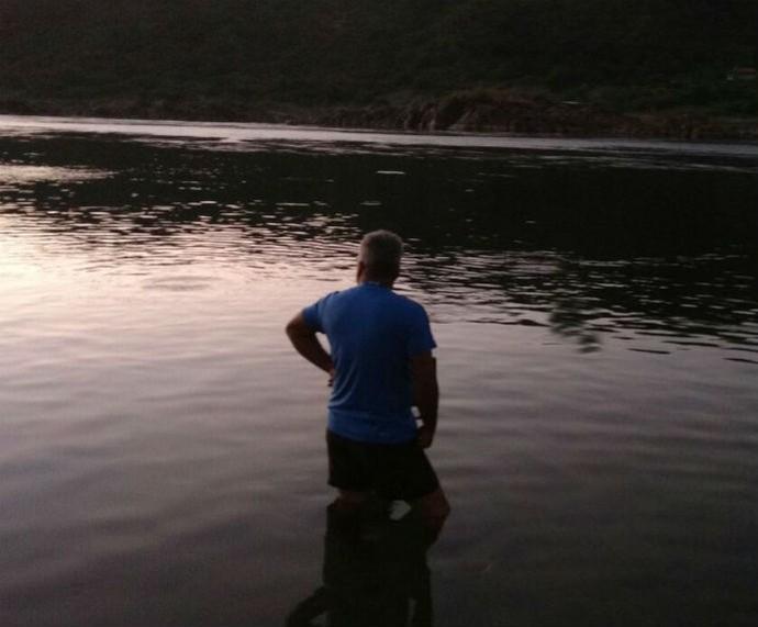 Repórter cinematográfico contampla o pôr do sol (Foto: Arquivo Pessoal)