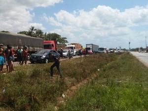 Interdição em rodovia federal na Grande Belém provoca intenso congestionamento de veículos nesta segunda (30). (Foto: Breno Ricardo/Arquivo pessoal)