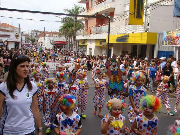 Fotos do desfile das escolas de samba de sp 2011 36