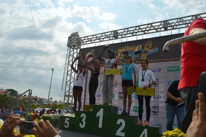 Podium feminino 10K Corrida Integração 2016  (Foto: Vitor Sanvido)