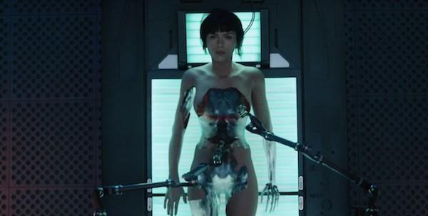 A atriz Scarlett Johansson em cena de 'Ghost in the Shell' (Foto: Reprodução)