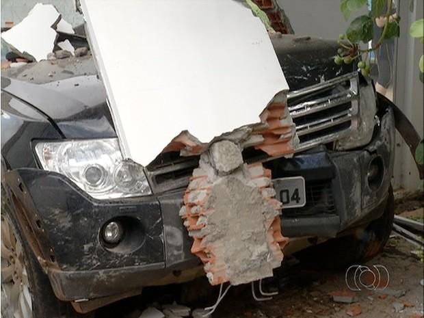 Acidente aconteceu na manhã desta sexta-feira (27) (Foto: Reprodução/TV Anhanguera)
