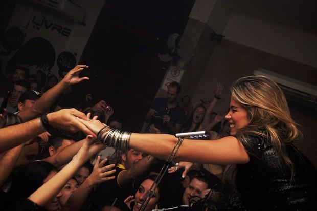 Fani toca em boate GLS (Foto: Rodrigo Marconatto/Divulgação)