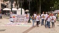 Pais de crianças desaparecidas fazem manifestação para pedir ajuda