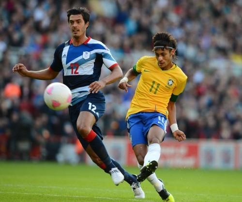 Foto (Foto  Neymar jogando um amistoso com a seleção contra a Grã-Bretanha 87e1b6b0fddc3