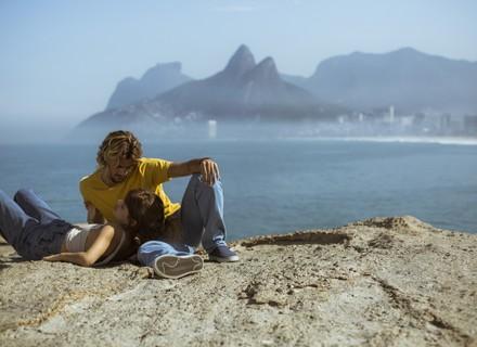 Nanda tem mal-estar durante passeio na praia com Caíque