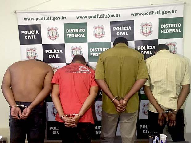 Suspeitos de se passar por policiais civis para roubar casasa e comércios do DF (Foto: Alexandre Bastos/G1)