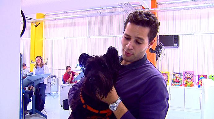 Andando pelo estúdio do Maurício de Sousa, o Pedro encontrou o Bidu (Foto: reprodução EPTV)