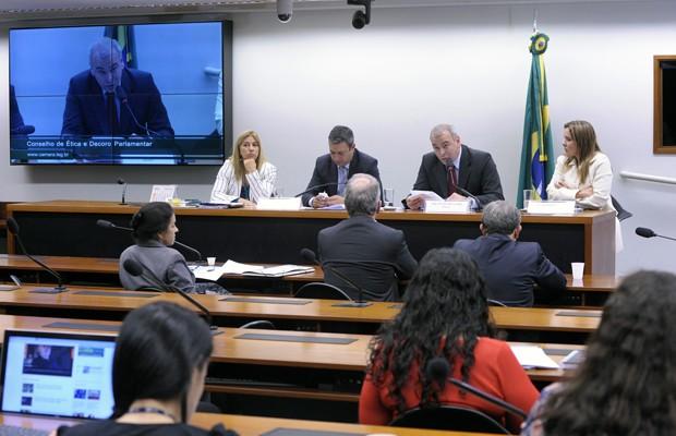 Deputados durante sessão do Conselho de Ética da Câmara que analisou o processo do deputado André Vargas (sem partido-PR) (Foto: Luis Macedo / Câmara dos Deputados)