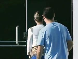 Após quase 10h de espera, Cinthia e o esposo foram atendidos (Foto: Reprodução/RBS TV)