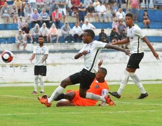 Corinthians x Manthiqueira no Joaquinzão (Foto: Tião Martins/TM Fotos)