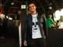 Solteiro, Rodrigo Simas curte festival: 'Estou me divertindo'