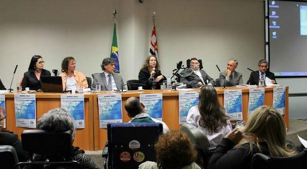 Durante audiência pública para debater o projeto de lei 660 sobre a Síndrome Pós-Pólio e Doenças Neuromusculares.jpg (Foto: Arquivo pessoal)