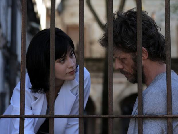 Branca Messina vive Paula e contracena com Felipe Kannenberg, que interpreta Dante (Foto: Divulgação)
