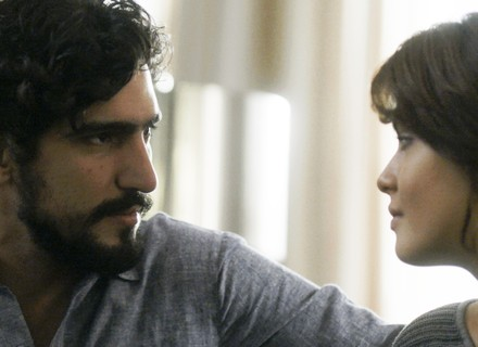 Renato descobre que Vitor sumiu com Alice