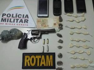 Material foi encontrado com os suspeitos (Foto: Polícia Militar/Divulgação)
