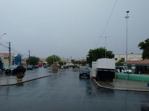 Manhã de sexta-feira (160 foi de chuva em Parnamirim (Foto: Edson Lima / Arquivo pessoal)