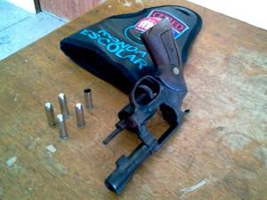 Arma também foi apreendida pela polícia (Foto: Larisse Souza/Inter TV Cabugi)