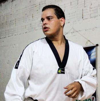 Philip Izidorio treina na Academia Acre Combat, em Rio Branco (Foto: João Paulo Maia)