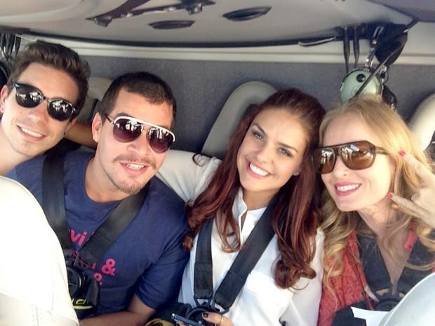 Di Ferrero, Thiago Martins, Angélica e Paloma Bernardi curtem voo em Las Vegas (Foto: Estrelas/TV Globo)
