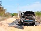 Caminhão com feno pega fogo após encostar em fio de rede elétrica na BA