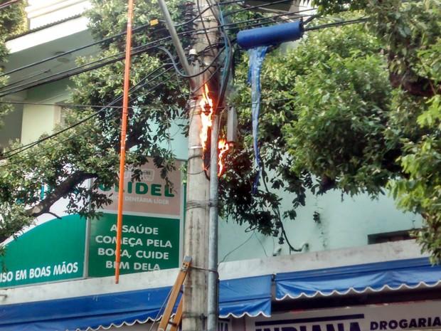 d1be36a2c15 Incêndio no transformador teve início por volta das 16h20 e só foi  controlado uma hora depois