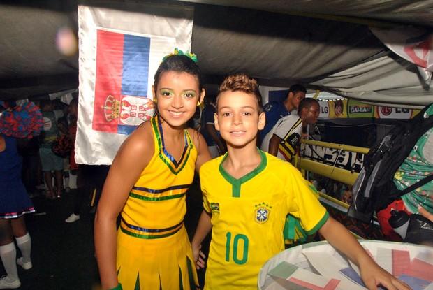 Filhos de Carla Peres em Salvador (Foto: Marcelo Machado/Ag Haack)