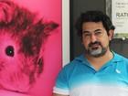 Brasileiro ganha espaço nos EUA exibindo fotos de ratos multicoloridos