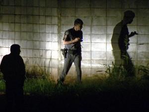 Policiais militares fazem vistoria no entorno da Fundação Casa em Campinas (Foto: Reprodução EPTV)