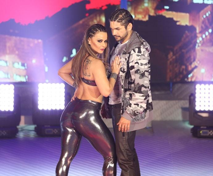 Vivi mostrou corpo solto no 'Dança' (Foto: Carol Caminha/Gshow)
