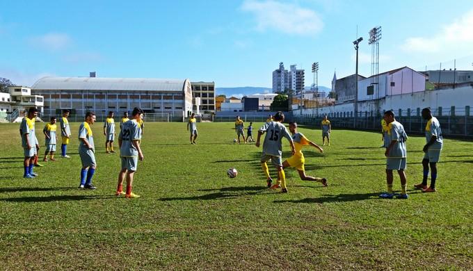 Jovens sul-coreanos treinam no Santarritense, em Santa Rita do Sapucaí (MG) (Foto: Régis Melo)