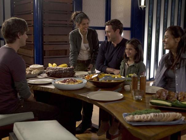 A família Shannon está começando a se acostumar com a vida em Terra Nova (Foto: Divulgação / Twentieth Century Fox)