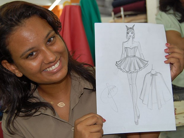 A estudante Crislayne Costa brincará o Carnaval fantasiada de diabinha. (Foto: Priscila Miranda / G1)