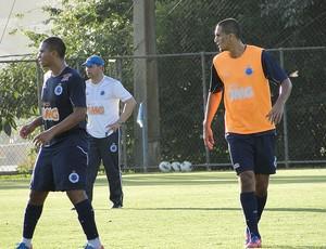 Mateus no treino do Cruzeiro  (Foto: Tarciso Neto / Globoesporte.com)