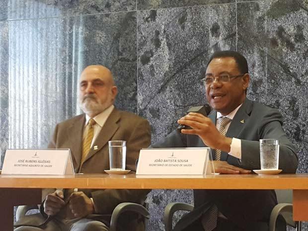 O secretário adjunto de Saúde, José Rubens Iglésias (esquerda) e o titular da pasta, João Batista Sousa, durante entrevista (Foto: Raquel Morais/G1)