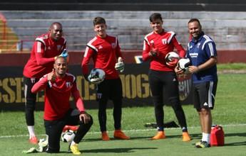 """Por competitividade, Moacir Júnior quer goleiro """"do nível do Neneca"""""""