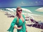 De férias, Iris Stefanelli vai à praia e diz: 'Olha a cara de preguiça'