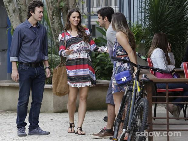 Luiza e Laerte encontram André e Bárbara (Foto: Fábio Rocha / TV Globo)