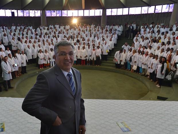 O ministro da Saúde, Alexandre Padilha, participa da aula inaugural da segunda etapa do Mais Médicos (Foto: Marcello Casal Jr. / Agência Brasil)