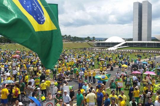Protesto pelo impeachment de Dilma Rousseff, em Brasília, reuniu cerca de 6 mil pessoas, segundo a Polícia Militar. Os organizadores falaram em 30 mil manifestantes (Foto: Valter Campanato/ABr)