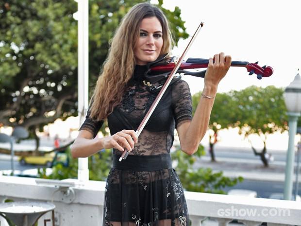 A violinista austríaca Céline Roscheck chamou atenção por sua beleza (Foto: Pedro Curi/ TV Globo)