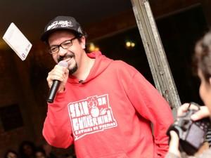 Vice-campeão mundial de poesia, Emerson Alcalde, estará no Flipoços (Foto: Marcio Salata)