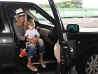 Adriane Galisteu viaja com a família para o Uruguai