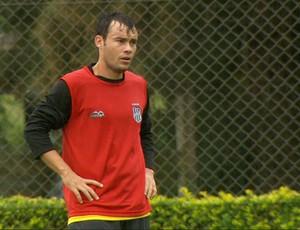 Renato Cajá em treino da Ponte Preta (Foto: Reprodução EPTV)