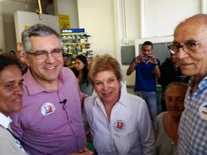 Alexandre Padilha, candidato ao governo do estado de São Paulo, com Marta e Eduardo Suplicy (Foto: Tatiana Santiago/G1)