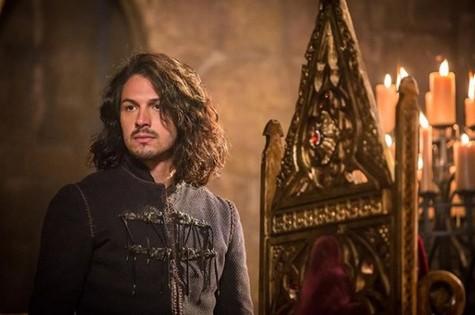 Romulo Estrela é Afonso em Deus salve o rei (Foto: Reprodução / Instagram)