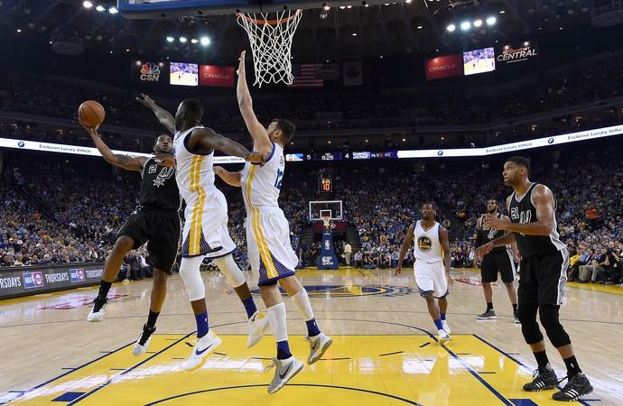Kawhi Leonard Warriors x Spurs NBA (Foto: Getty)