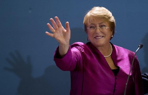 A ex-presidente chilena Michelle Bachelet discursa em 27 de março em Santiago (Foto: AFP)