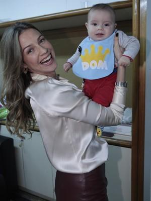 Com apenas seis meses, Dom já frequenta os corredores do Projac (Foto: Guerra dos Sexos/ TV Globo)